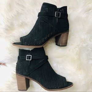 Vince Camuto Open Toe
